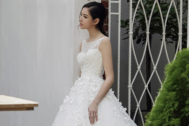 Lace Neckline Wedding Dress Singapore